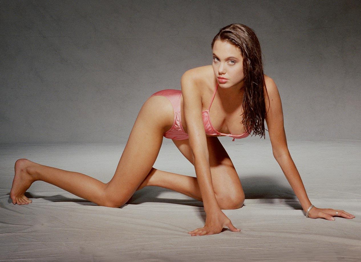 Angelina-Jolie-Bikini-Pictures