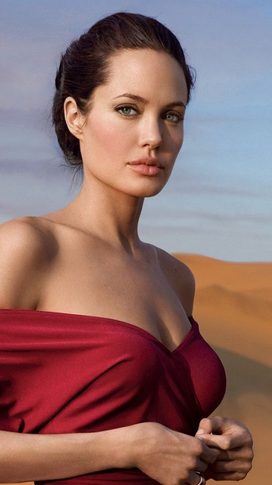Angelina-Jolie-Hot-in-Red