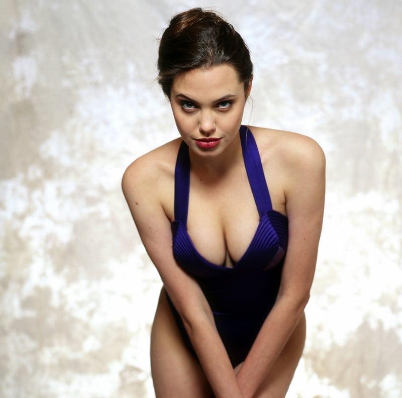 Angelina-Jolie-Sexy-Boobs-1