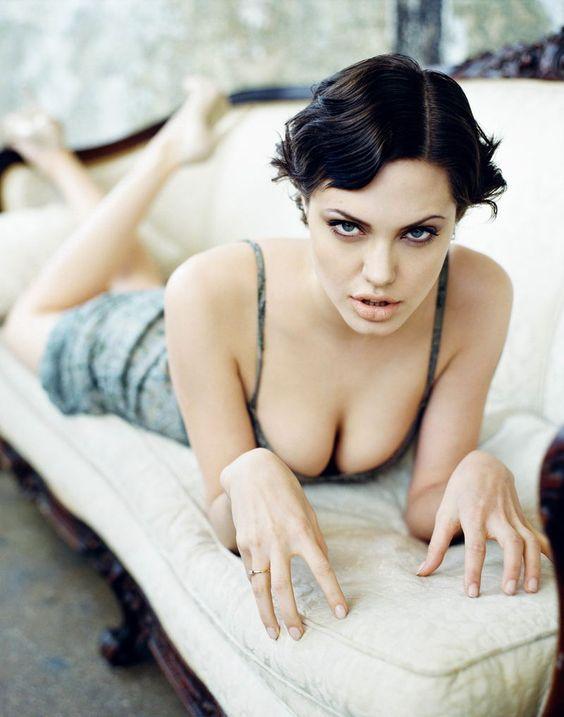 Angelina-Jolie-Sexy-Boobs-3
