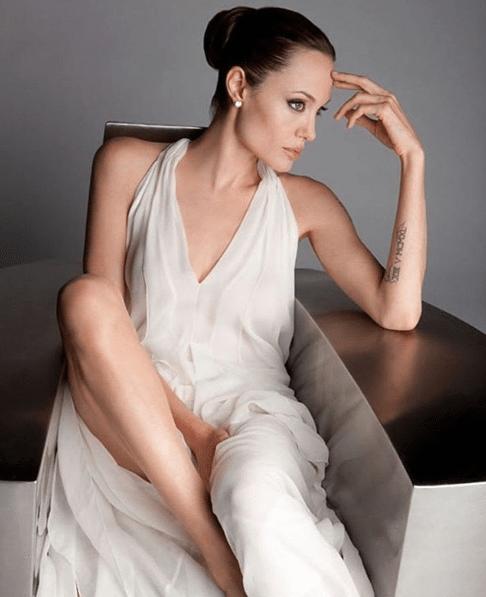 Angelina-Jolie-on-Photoshoot-1
