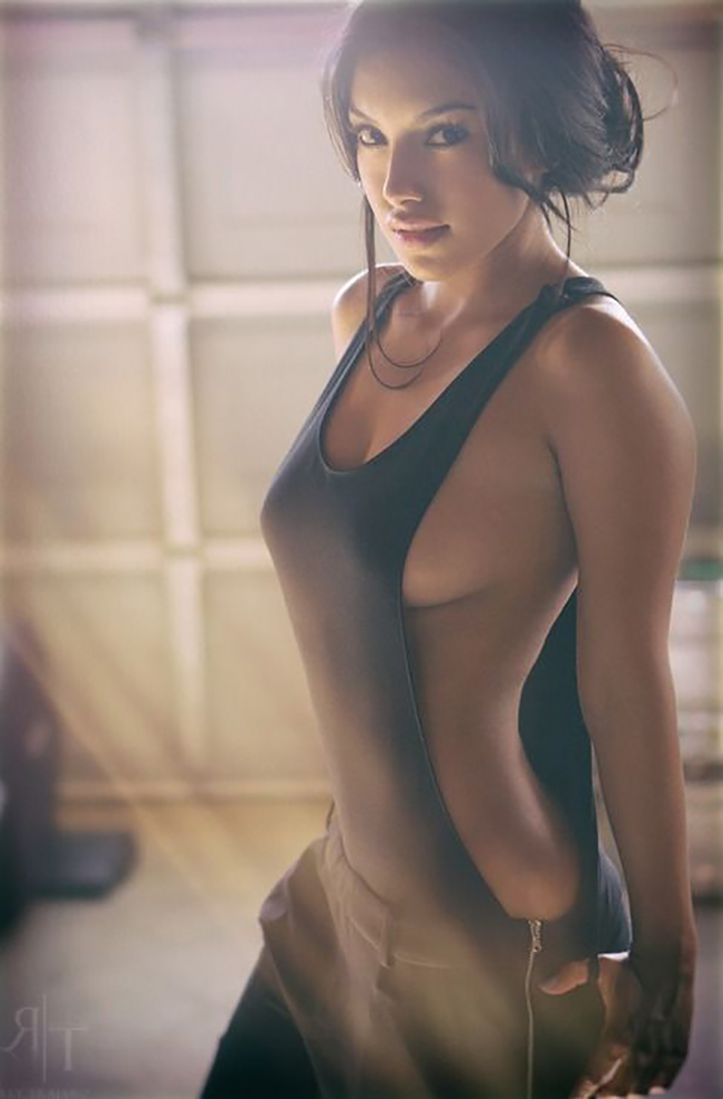 Gal-Gadot-Hot-Picture