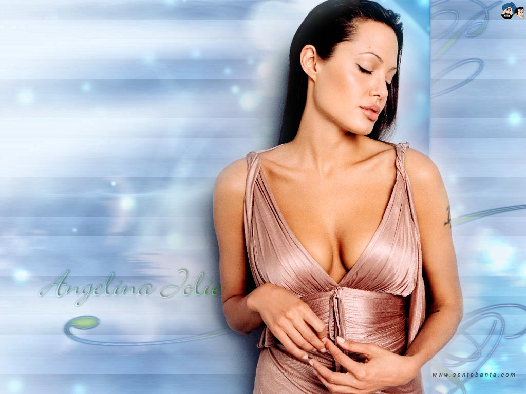 angelina-jolie-sexy-cleavage