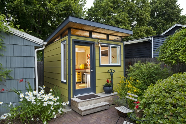 HGTV-Gardens-Modern-Shed-Inc_craft-shed